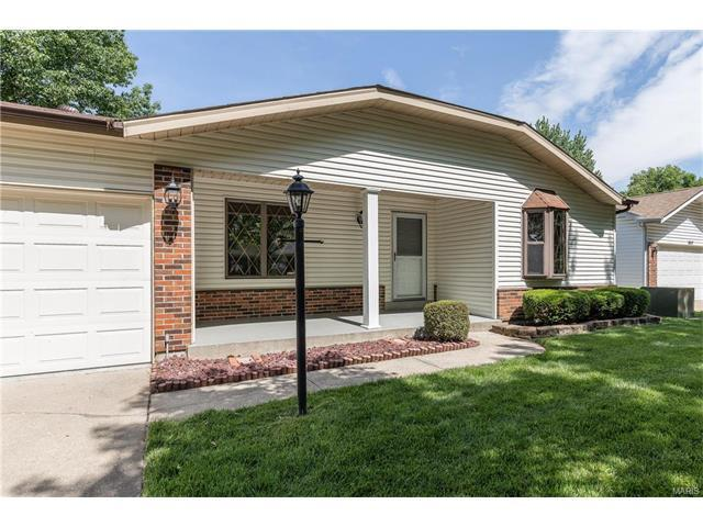 1021 Holly Riv, Florissant, MO
