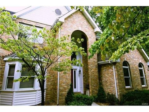 14 Huntington Forest Dr, Saint Charles, MO 63301