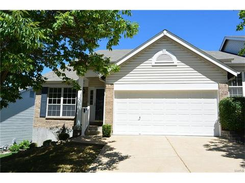 3277 Country Hollow Dr, Saint Louis, MO 63129