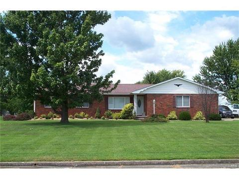 2 Shire Dr, Wellsville, MO 63384