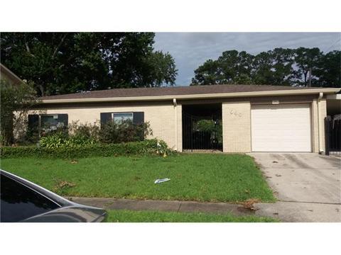 720 Huckleberry Ln, Gretna, LA 70056