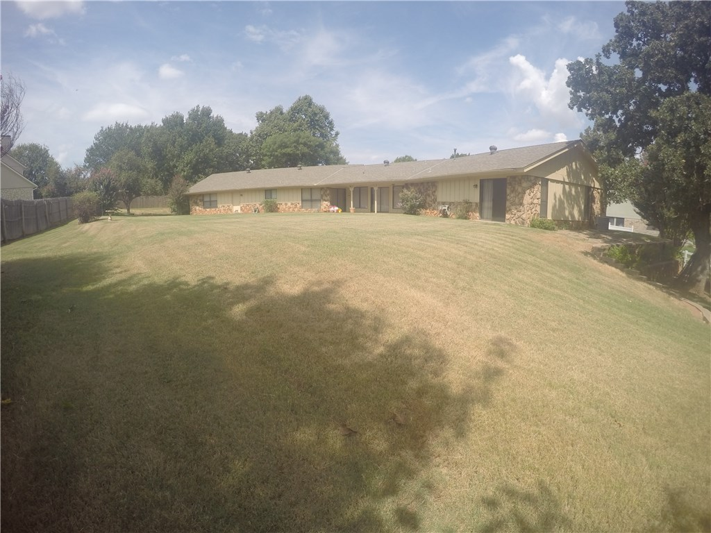 1704 Canary Cir, Edmond, OK
