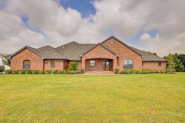 7021 Country Ln, Mustang, OK