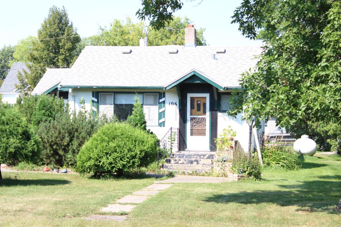 106 3rd St, Shelly, MN 56581