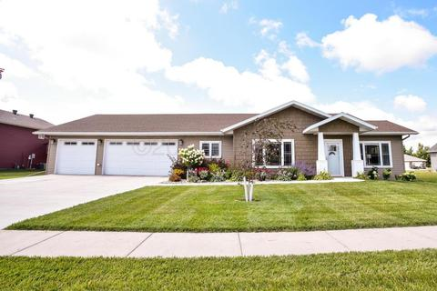 908 Summerwood Trl W, Dilworth, MN 56529