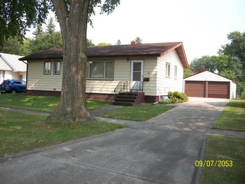 804 17th St N, Moorhead, MN 56560
