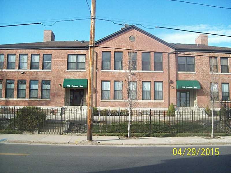 775 Potters Ave #APT 10, Providence, RI