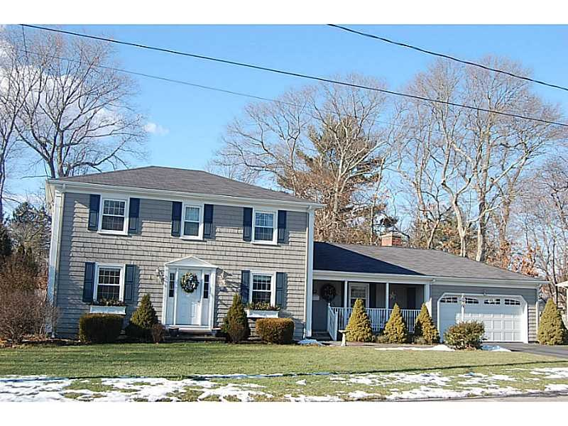 17 Meadowbrook Dr, Barrington, RI