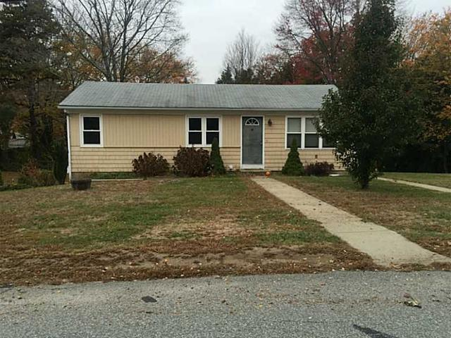17 Pleasant View Cir, Greenville RI 02828