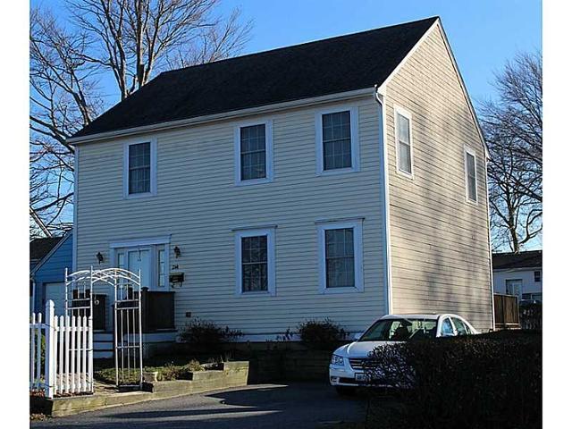 244 Maple Ave, Newport RI 02840