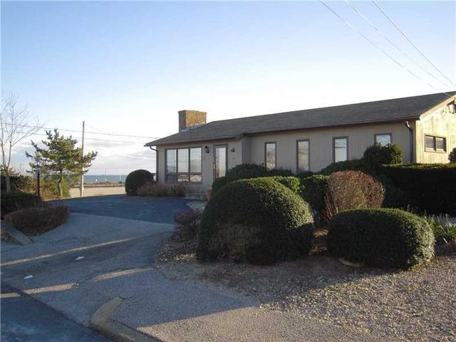 40 Burnside Ave, Narragansett RI 02882