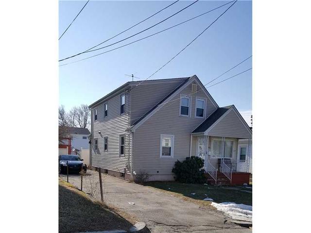 90 Old Oak Ave, Cranston RI 02920