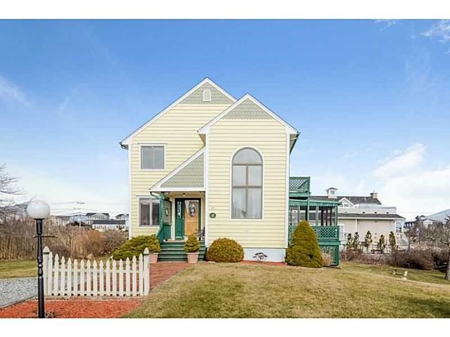 18 Village Ln, Narragansett RI 02882