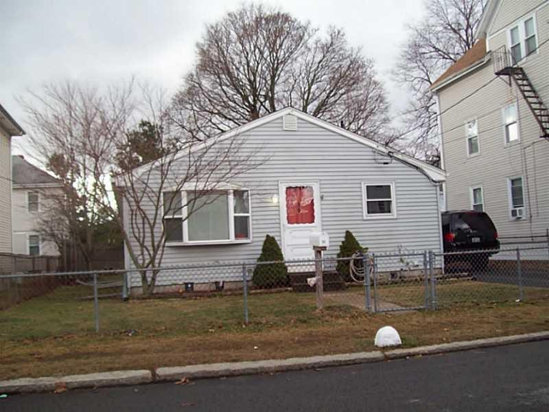 95 Hunts Ave, Pawtucket, RI