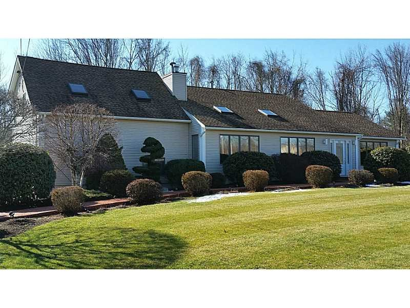 22 Country View Dr, Cranston, RI