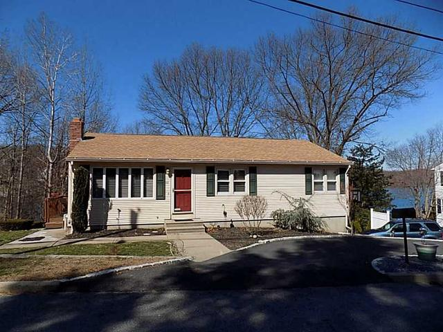 22 Riverview Dr, Providence, RI
