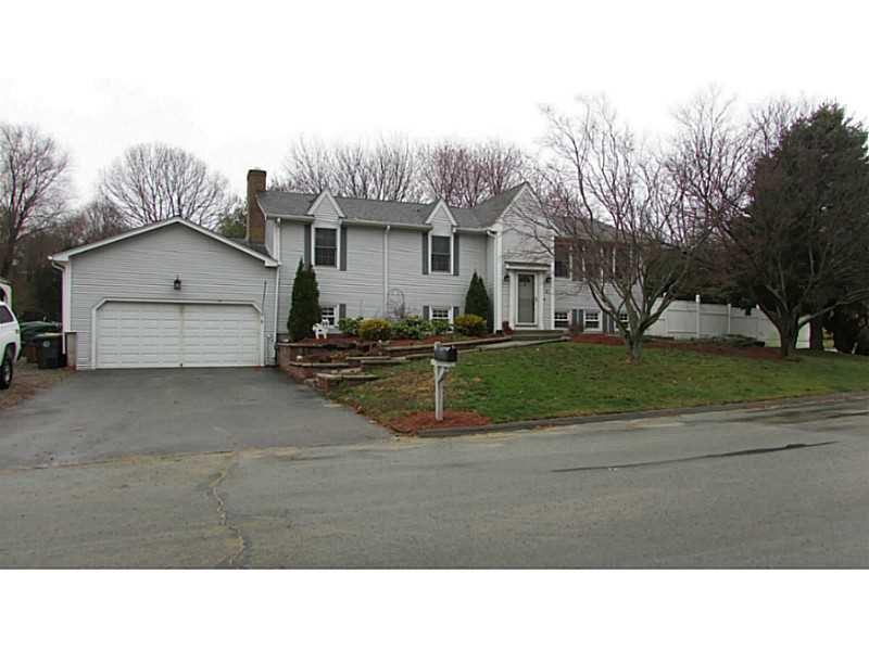 8 Christopher Dr, Greenville, RI