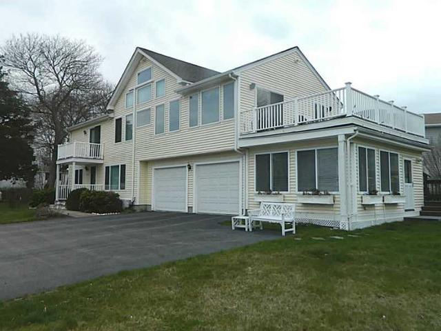 104 Camden Rd, Narragansett RI 02882