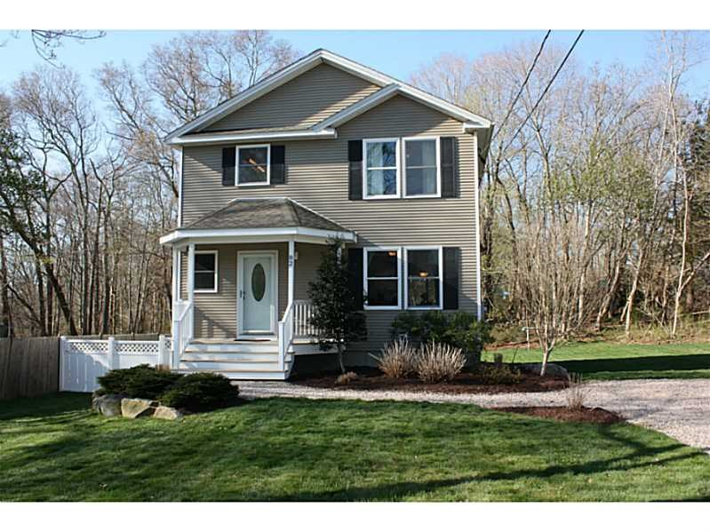 82 Perry Ave, Wakefield, RI