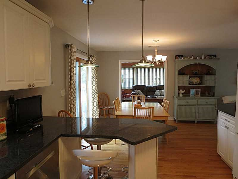 8 Starbrook Dr, Barrington RI 02806