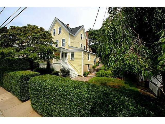 18 Chester Ave #APT 2, Westerly RI 02891