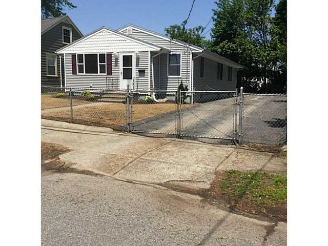 102 Welfare Ave, Cranston, RI