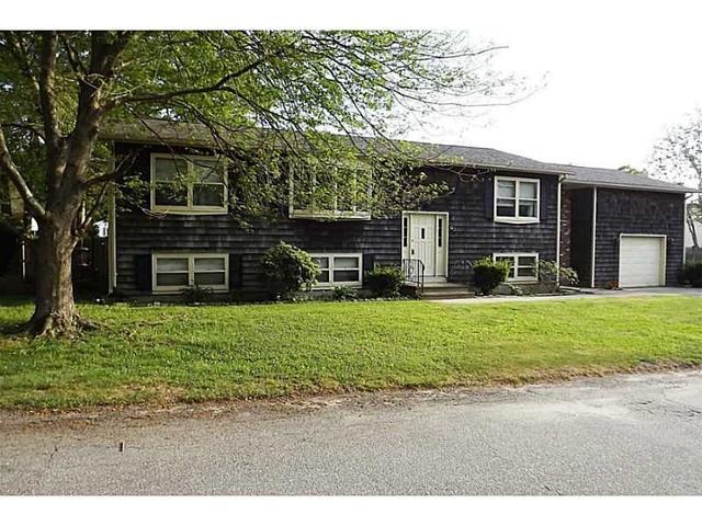 65 Briarwood Ave, Tiverton, RI