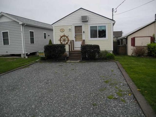 64 Burnside Apt 75 Ave Narragansett, RI 02882