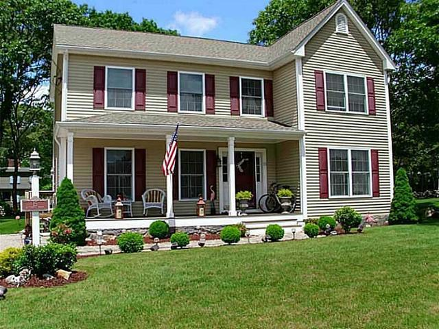 15 Butterfly Dr Westerly, RI 02891