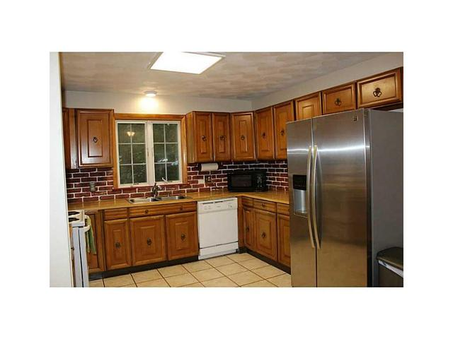 12 Candlewood Dr, Greenville, RI 02828