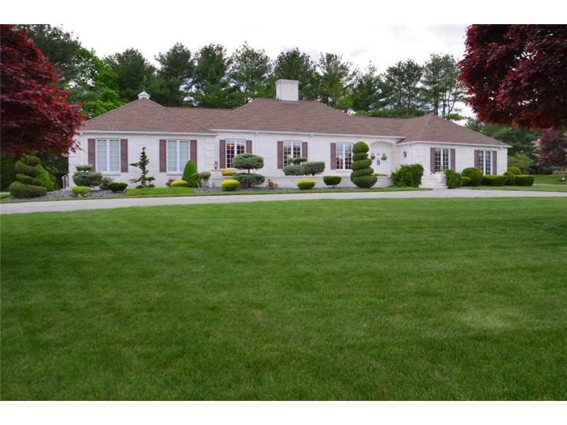 4 Countryside Dr Lincoln, RI 02865