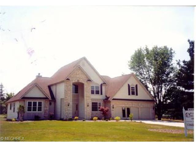 952 River Run Dr, Macedonia, OH 44056