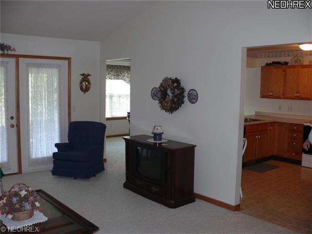 968 Villa Place Dr, Girard OH 44420