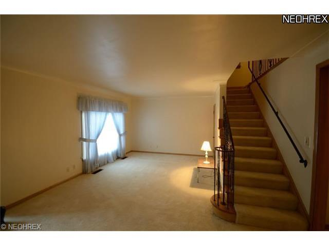 3149 E Overlook Rd, Cleveland, OH 44118