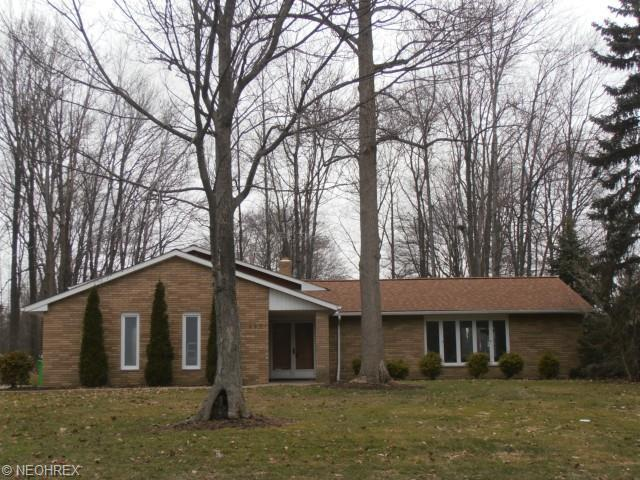 492 Hickory Hill Dr, Cleveland, OH 44143