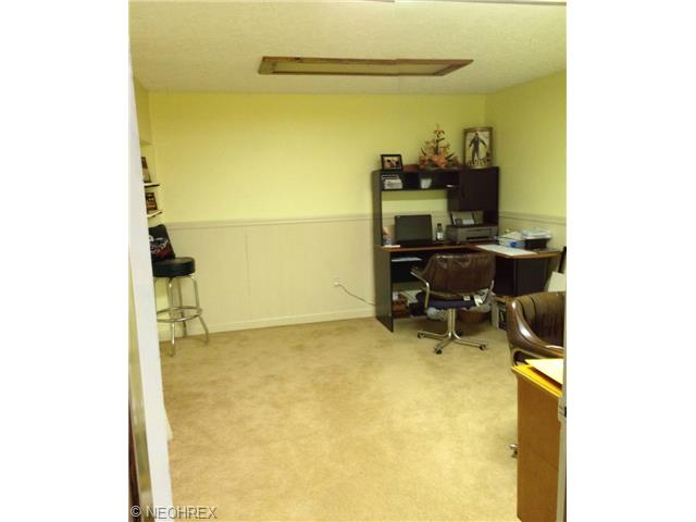 2351 Oak Trace St, Youngstown OH 44515