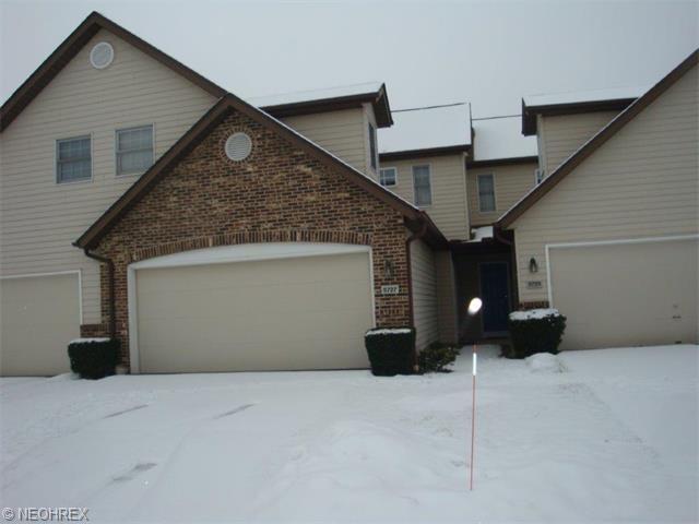 5727 Gateway Ln #APT 1203, Brookpark, OH