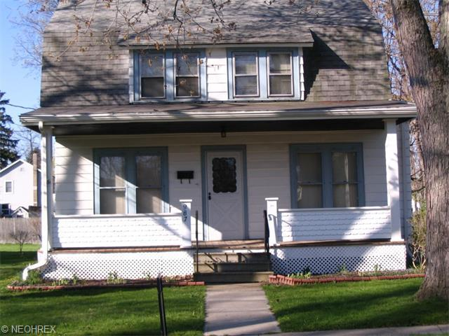 987 Chestnut St, Grafton OH 44044
