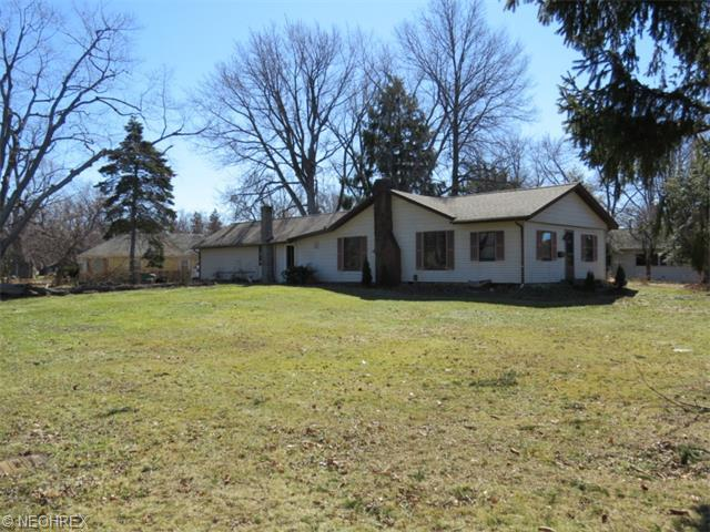 38850 Sunset Dr, Willoughby, OH
