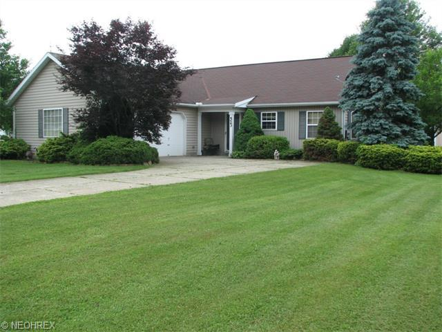 523 Oak Hollow Dr, Madison OH 44057