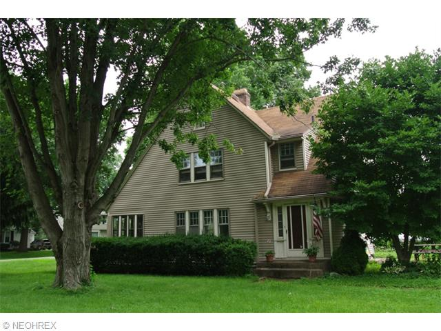 221 Westover Dr, Akron, OH