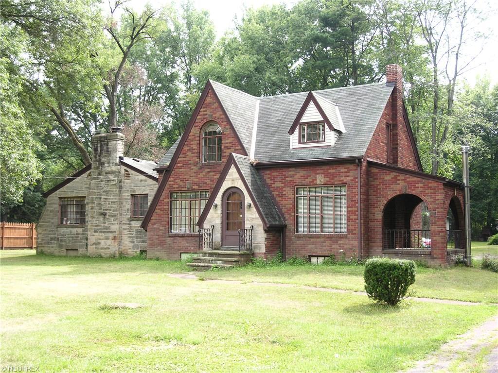 1933 Grafton Rd, Elyria, OH