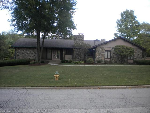 180 Country Club Dr, Warren, OH