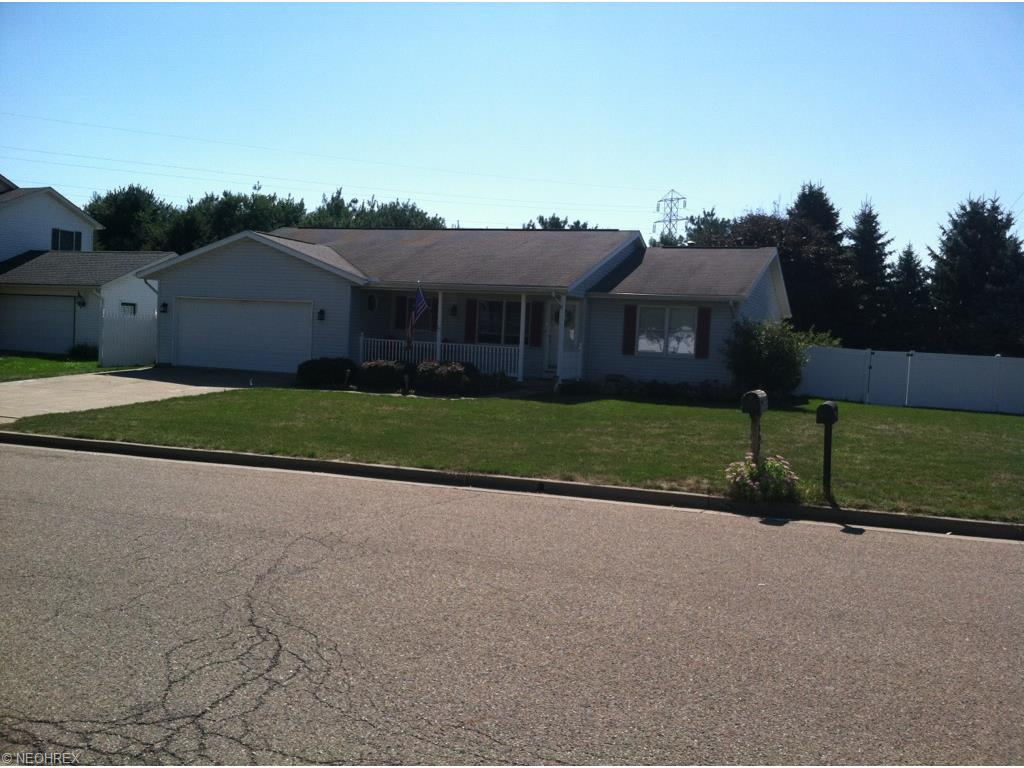 102 Northwood Dr, Dover, OH