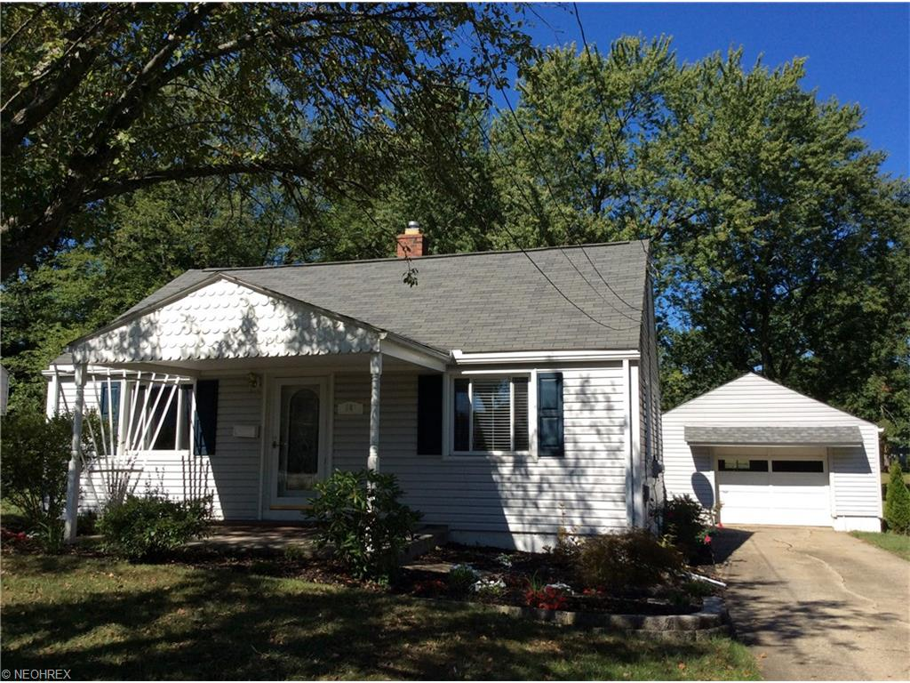 561 Poland Ave, Struthers, OH