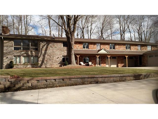 1577 Smith Kramer St Hartville, OH 44632