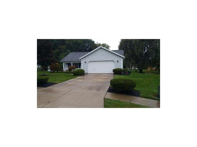 561 Oak Hollow Dr, Madison OH 44057