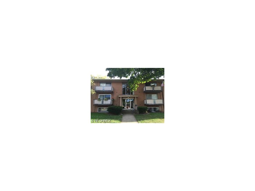 22051 River Oaks Dr #APT b8, Rocky River, OH