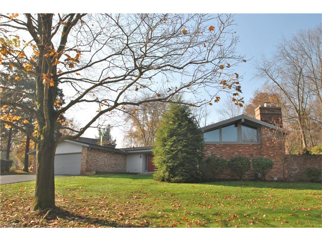 946 Monmouth Dr, Akron, OH