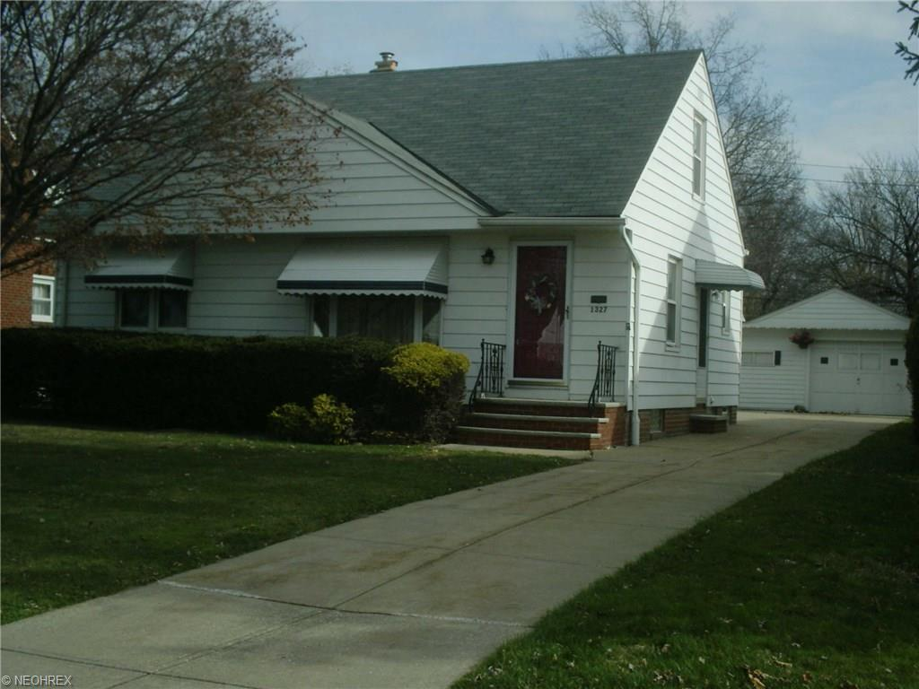 1327 Summit Dr, Cleveland, OH